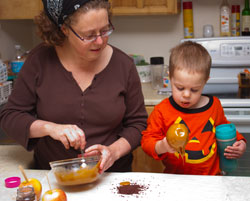 Daily Toddler Play – Caramel Apples (Motherhood Looms)